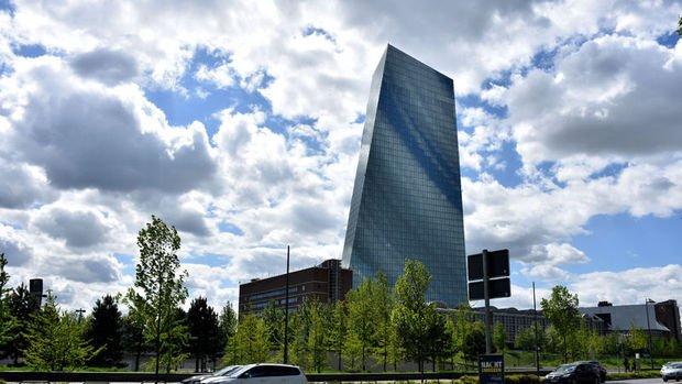 Avrupa Merkez Bankası mevduat faizini düşürdü, varlık alım programı açıkladı