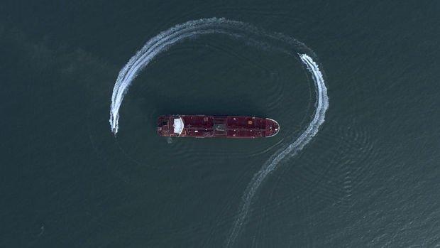 İran Körfez'de bir tankere el koydu