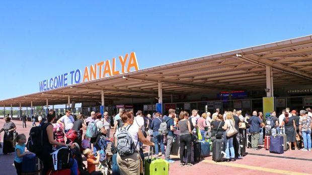 Antalya Valiliği: 4920 turist ülkelerine gönderildi