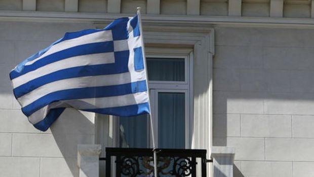 Yunanistan'da da faiz eksiye geçti