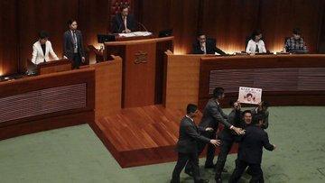 Hong Kong'da meclis oturumu protestolar nedeniyle iptal e...