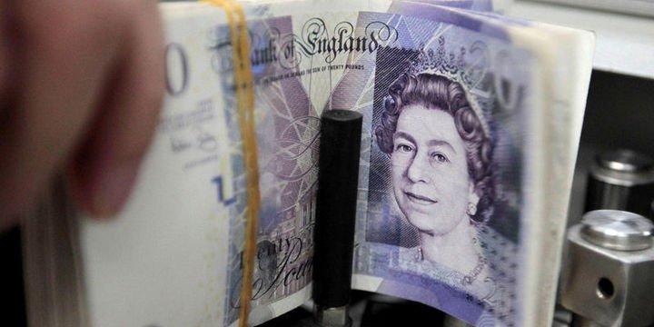 """Sterlin """"Brexit anlaşması"""" ile yükseldi, dolar geriledi"""