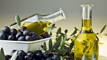 İlk hasat zeytinyağı 15 bin liraya satıldı