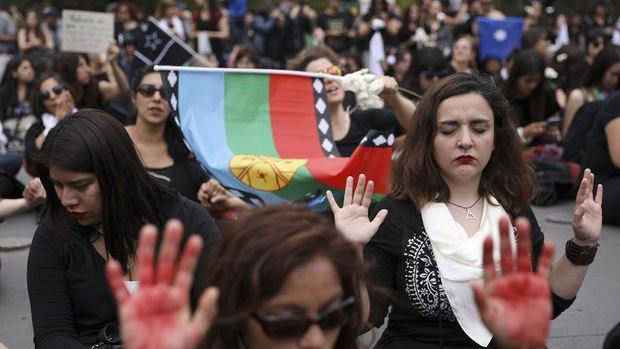 Şili protestolar nedeniyle şirketlere vergi kesintisi planından vazgeçti