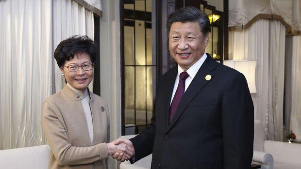 Xi Hong Kong Lideri Lam ile görüştü