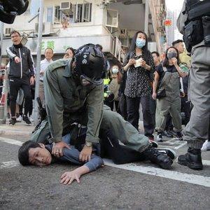 HONG KONG'DA POLİS VE GÖSTERİCİLER ARASINDAKİ ÇATIŞMA YOĞUNLAŞTI