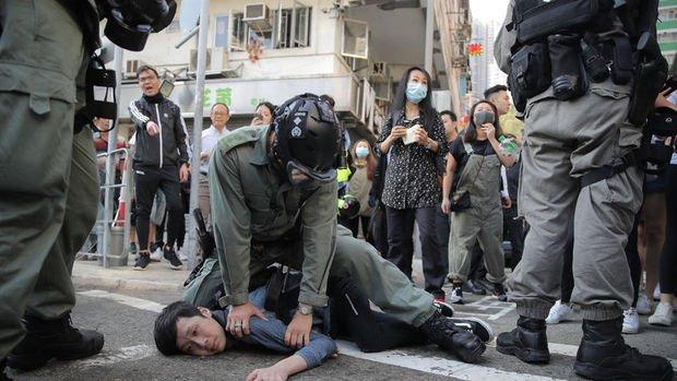 Hong Kong'da polis ve göstericiler arasındaki çatışma yoğunlaştı