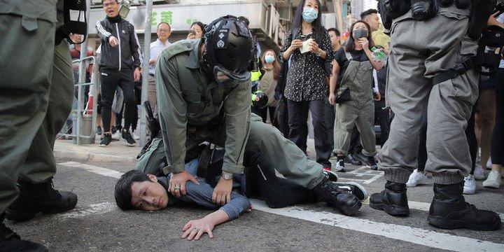 Hong Kong polisi protestolarda gerçek mermi kullandı