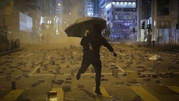 Hong Kong'daki gösterilerde şiddet artıyor
