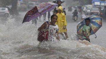 Hindistan'da muson yağmurlarında yaklaşık 2 bin 400 kişi ...