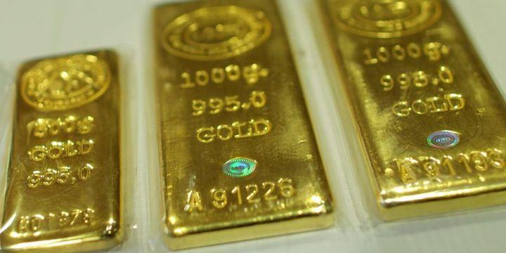 """Altın çelişkili """"ticaret"""" haberleri ile kaybını korudu"""