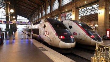 Fransa'da grevler sonucu hayat durma noktasına geldi