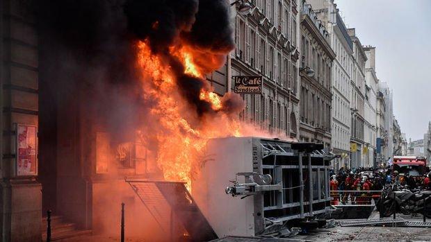 Fransa tarihinin en büyük grevlerinden birini yaşıyor