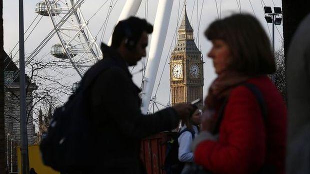 İngiltere iş piyasası belirsizlik sebebiyle güç kaybediyor