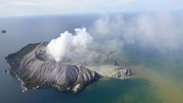 Yeni Zelanda'da yanardağ patladı, ölü ve yaralılar var