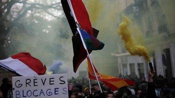 Fransa'da Macron karşıtlarından greve devam çağrısı