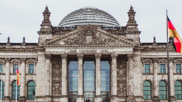 Merkel: Almanya AB dışı ülkelerden de nitelikli işçi almalı