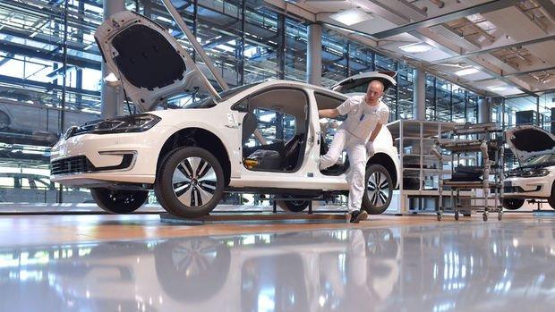 Almanya'nın otomobil üretimi 23 yılın en düşüğüne indi