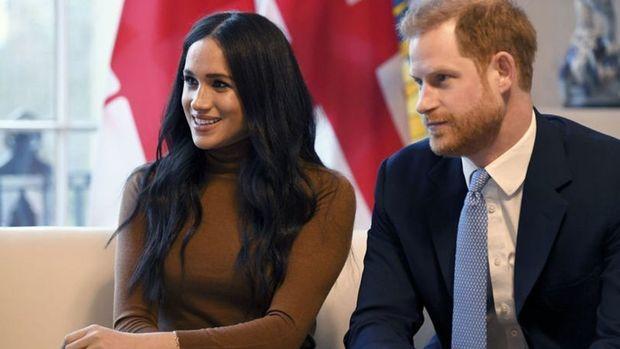 İngiltere'de Prens Harry ve eşi Kraliyet ailesi üst düzey üyeliğini bırakıyor