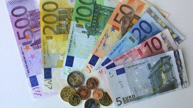 Euronun rekor düşüğe gerilemesi carry maliyetini artırıyor