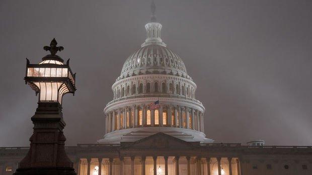 Temsilciler Meclisi Trump'ın azil maddelerini Senato'ya yolladı