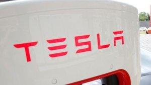Tesla'nın piyasa değeri 100 milyar doları aşarak Volkswag...