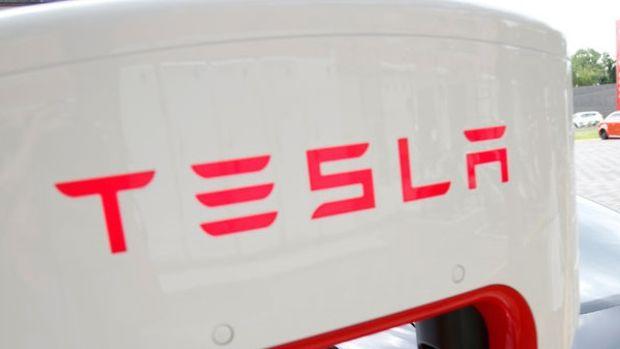 Tesla'nın piyasa değeri 100 milyar doları aşarak Volkswagen'i yakaladı
