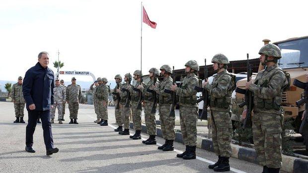Akar ve TSK'nin komuta kademesi Suriye sınırında