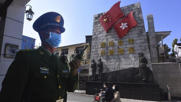 Hong Kong Çin ana karası ile çoğu sınır geçiş noktalarını kapatıyor