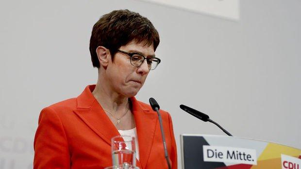 Almanya'da Karrenbauer CDU Genel Başkanlığı'nı bırakıyor