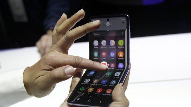 Samsung, Galaxy S20 ve katlanabilir telefon modelini tanıttı