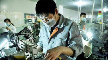 Kurumlar Çin'in için büyüme tahminlerini düşürmeyi sürdür...
