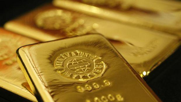 Altın hisse senetlerindeki düşüşe rağmen hafifçe geriledi