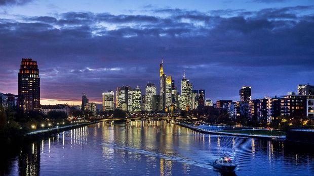 Almanya'da iş dünyası güveni 1991'den beri en büyük düşüşü kaydetti