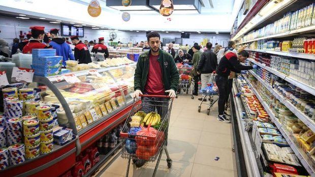 Marketlere ve toplu taşımaya koronavirüs kısıtlamaları getirildi