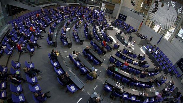 Alman meclisi 750 milyar euroluk harcama paketini destekledi