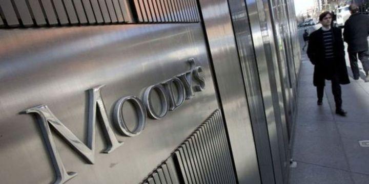 Moody's Güney Afrika'nın notunu yatırım yapılabilir seviyenin altına indirdi.