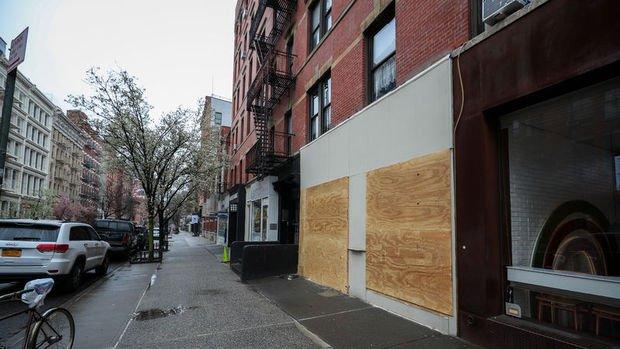 New York'ta mağazalar yağmaya karşı vitrinlerini plakalarla kapattı