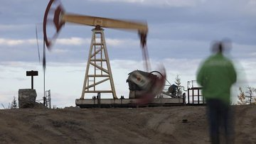 Petrol üreticileri fiyatlardaki tarihi düşüşe karşı bir a...