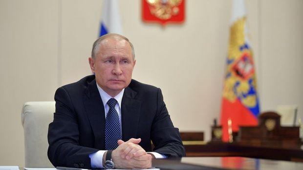 Rusya Devlet Başkanı Putin: Rus ekonomisi ciddi bir baskı altında