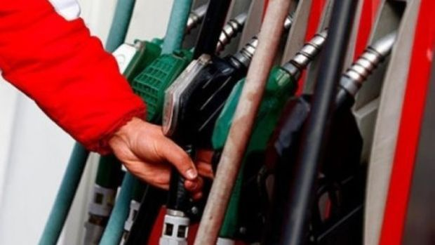 Benzine 20 kuruş, motorine 27 kuruş zam yapıldı