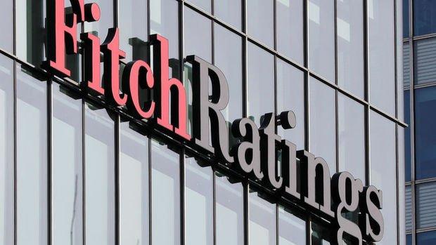 Fitch Halk Bankası'nın notunu, üç bankanın görünümünü düşürdü