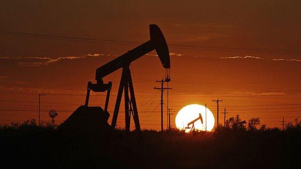 Petrol ABD'deki olaylar ve Çin-ABD gerginliği ile hafifçe düştü