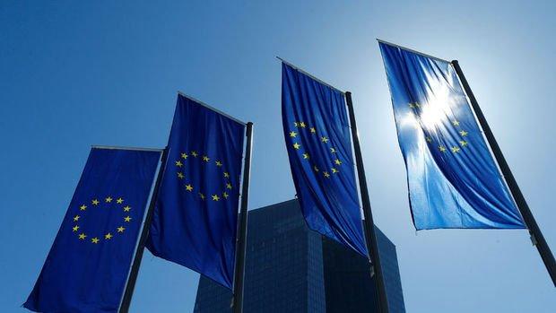 Lagarde ve Merkel Avrupa'da politika koordinasyonu beklentilerini artırdı