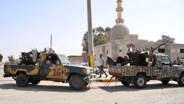 Hafter milisleri, Trablus'un güneydoğusundaki Beni Velid kentini terk etti