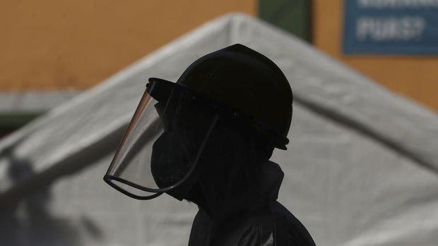 Ekonomiler açılırken pandemi belirli bölgelerde tepe noktasında