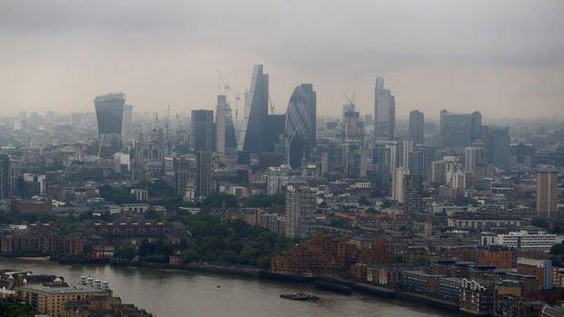 İngiltere ekonomisi Nisan'da yüzde 20.4 ile rekor daraldı