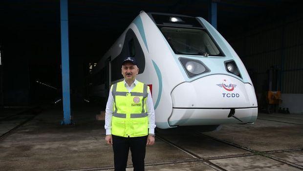Bakan Karaismailoğlu: Yerli ve milli elektrikli trenin üretimi tamamlandı