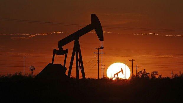 Petrol stoklardaki artış ve virüs endişesi ile düşüşünü sürdürdü