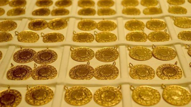 Gram altın hafif yükselerek 386,5 lira seviyelerinde işle...